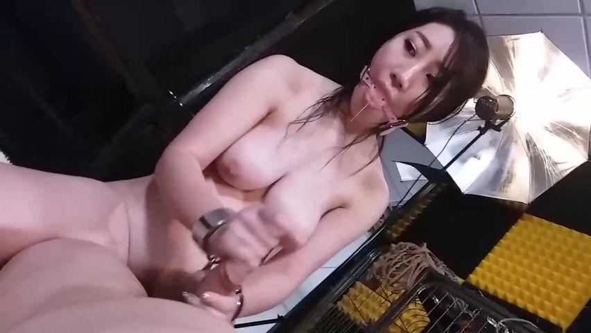 猥琐眼镜摄影师与销魂E奶嫩模的性爱游戏